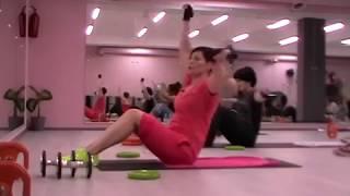 Комплексное упражнение для мышц живота. Обучение фитнес инструкторов SFC.