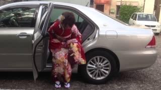 振袖の立ち居振る舞い|車への乗り方【トータルフォトスタジオ シンデレラ】 thumbnail