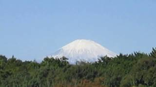 Fuji covered with snow. 富士山雪化粧 thumbnail
