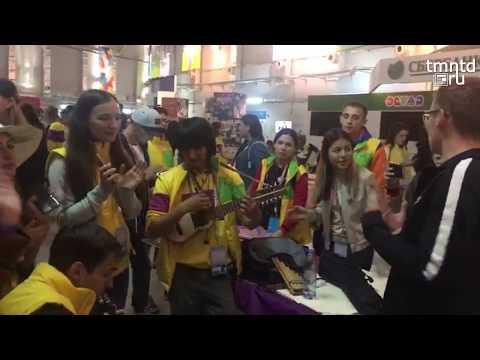 """Перуанец играет """"Катюшу"""" на гавайской гитаре"""