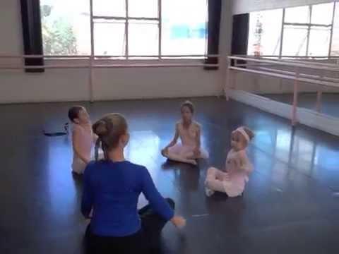 Aula do Baby Class na Escola de ballet Coppélia de São Paulo