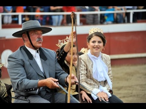 2013 Queen's Entrance to100th  Gustine Pentecost Society Bullfights