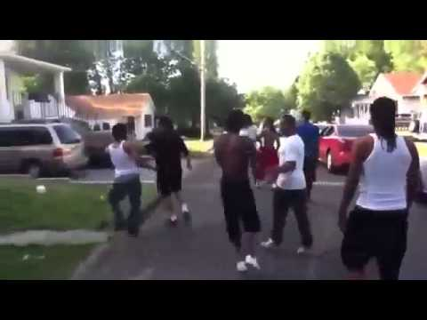 GANG FIGHT BLOODS vs CRIPS REAL 2013 - YouTube