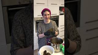 How to remove the center of the artichoke