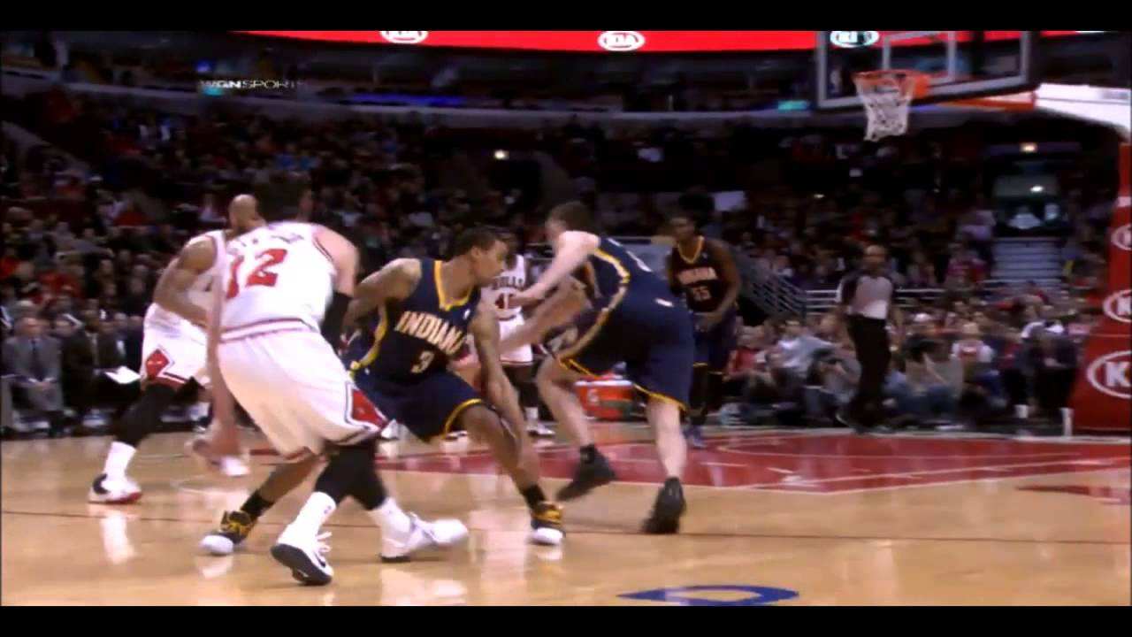 Carlos Boozer dunks on Roy Hibbert - YouTube