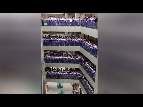 Thousands of students sing love song ahead of Chinese Singles Day
