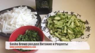 Диетический салат из дайкона и огурцов