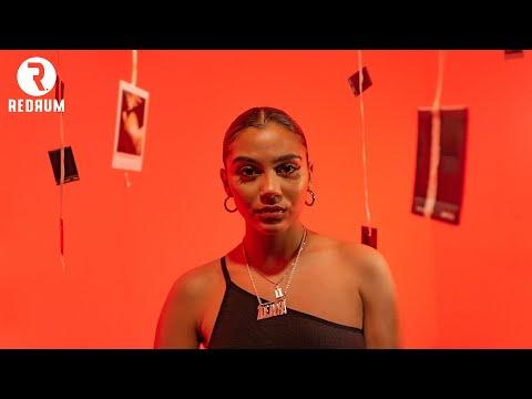 Смотреть клип Zoë-Jadha - Dilemma
