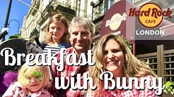 Hard Rock Cafe London: Breakfast with Bunny!