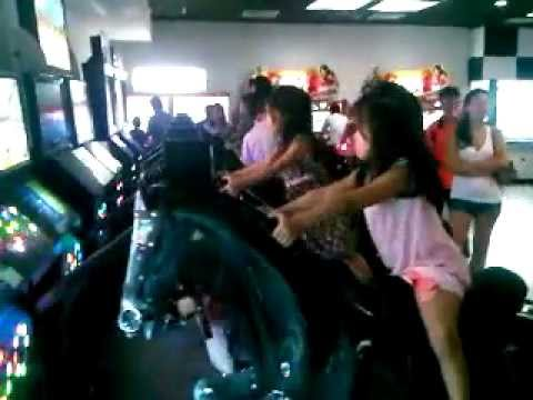 Bơ Be đua ngựa ở VinCom