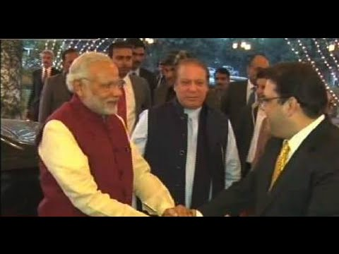 Nawaz Sharif Welcomes Narendra Modi At Lahore Airport