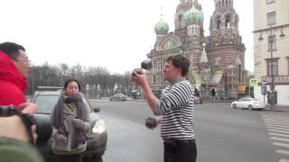 Как удивить китаянку в Петербурге.Уроки жонглирования булыжниками.