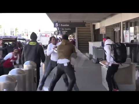 (FOOTAGE) TEKASHI 69 (6IX9INE) GETS INTO A FIGHT AT THE AIRPORT IN LA
