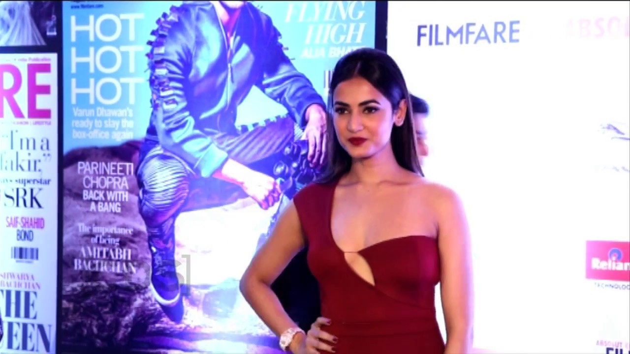 Sonal Chauhan Nite: Sonal Chauhan Hot At Filmfare Glamour And Style Awards