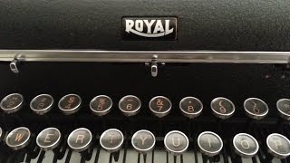 Royal Quite De Luxe Typewriter Ribbon Change, Restored Mint Condition Vintage Matte Black