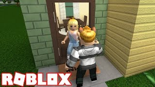 MY EX NOVIA MOVES TO THE VECINDARIO! ROBLOX ? BLOXBURG CAP. 5