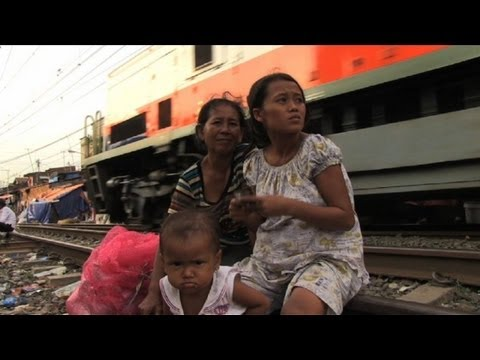 'Slum tourism' treads fine line between aid and exploitation