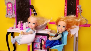 At the Salon ! Elsa and Anna toddlers  haircut  spa  massage  Barbie is the hairstylist  relax