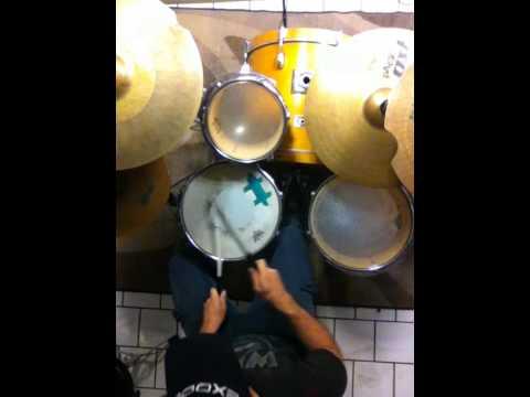 ritmo lineal de ska cambiando la orquestación en la mano dominante