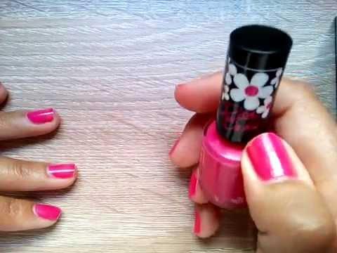 Review esmalte de uñas Rimmel London, n° 322 Neon Fest, color rosa fucsia, colección Rita Ora.