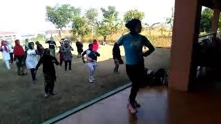 Download lagu Senam karedok leunca by Rini Obic Villa Army MP3