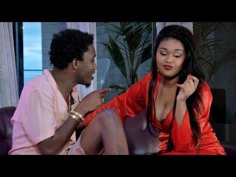 La vidéo hot de Nafina – « Téré Nelaw » en featuring avec Wally B. Seck