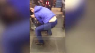 Первые секунды после взрыва в метро Петербурга