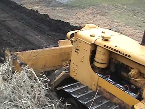 Caterpillar D9 knocking down a small pile of topsoil 1
