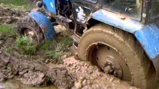 МТЗ-82.1 со спаренными задними колёсами(вытягиваем засевший трактор с плугом., 2011-05-04T21:06:43.000Z)