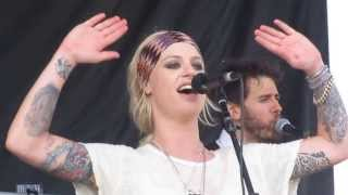 Скачать Gin Wigmore Performing Black Sheep At Warped Tour Ventura 2013
