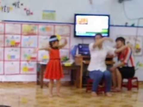 Trung cấp sư phạm mầm non Dak Lak, Giáo sinh Lê Phương Trâm,  dạy âm nhạc lớp chồi