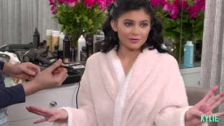KYLIE GLAM: Easy Maroon Holiday Look