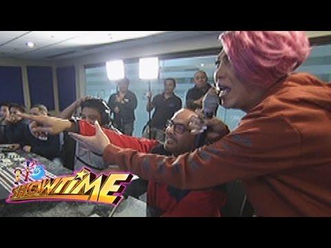 It's Showtime: Mannequin challenge with Direk Bobet