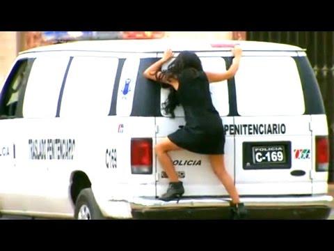 La Gata | Esmeralda logró ingresar a prisión para ver a Pablo arriesgando su vida.