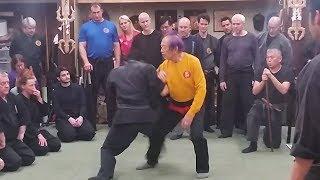 「武神館」の初見良昭館長から、「忍術」を学ぶ世界各国の弟子たち thumbnail