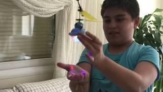Sensör ile uçan daire (ufo) oyuncağını açıp oynuyoruz  : ) : ) : )