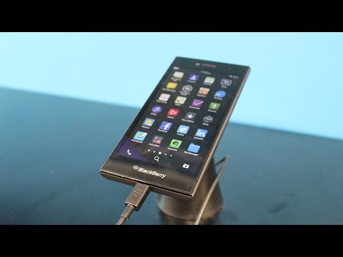 BlackBerry Leap hands-on: The Z10 gets a classic