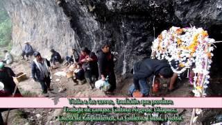 La visita a las cuevas sagradas en los cerros