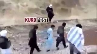 Video Tawanan ISIS melawan saat akan di eksekusi download MP3, 3GP, MP4, WEBM, AVI, FLV November 2018