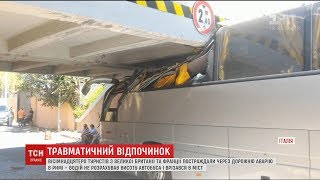 У Римі водій автобуса проігнорував дорожній знак і врізався в міст, є постраждалі