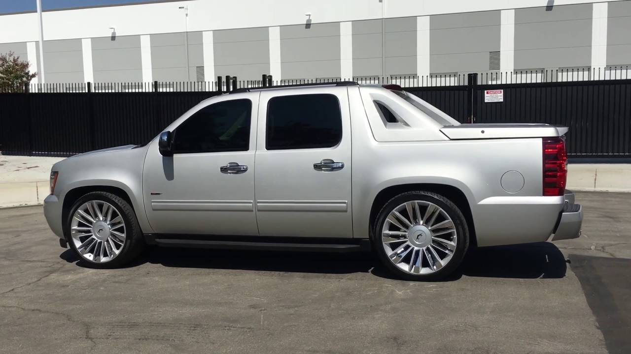 2011 Chevrolet Avalanche With A Crown Suspension 2 4