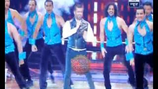 Chetan Bhagat dances on Pappu can