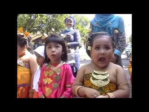 LUCU...nyanyi lagu Kartini