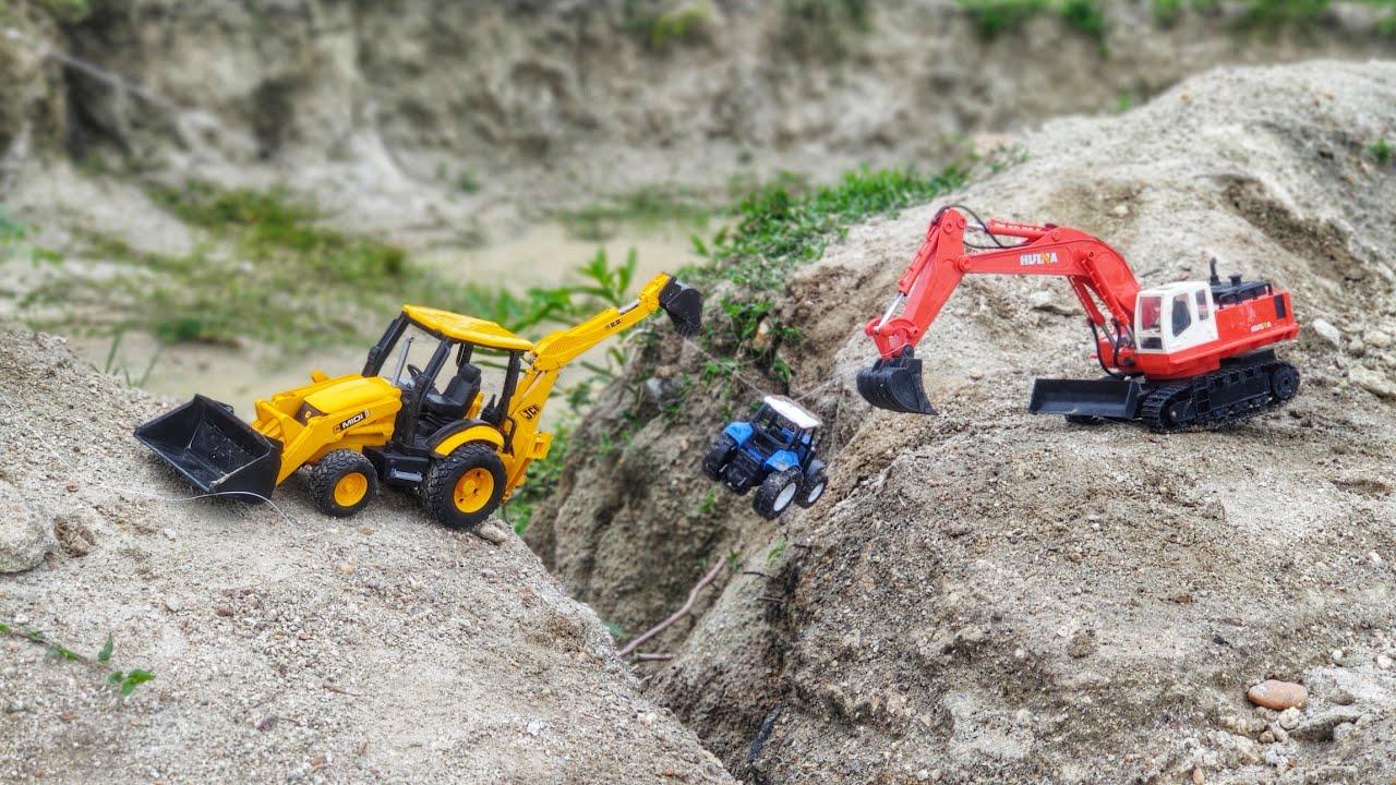 Tractor rescue by jcb excavators | Bommukutty