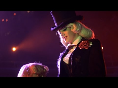 Miss Tosh - Signature 'Peeling' Burlesque Act - Live at Globe Theater & Hamburg Burlesque Festival