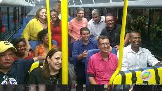 Eliaine Pinheiro participa de entrega de veículos do transporte escolar em Uruaçu-GO.