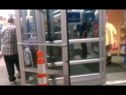 Loss Prevention Chokes a guy out at Walmart in Everett Wa