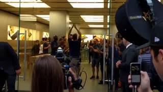 Gambar cover iPhone 7 Launch beim Apple Store, Zürich