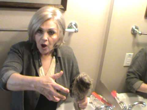 How to shampoo and clean a synthetic wig