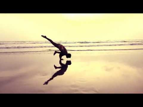 Amazing advanced Yoga Asanas at the beach & Intermediate Yoga Flow ♥ Expand Your Practice!
